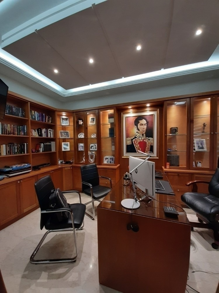 surmira garcia vende casa altos de guataparo cod.410723
