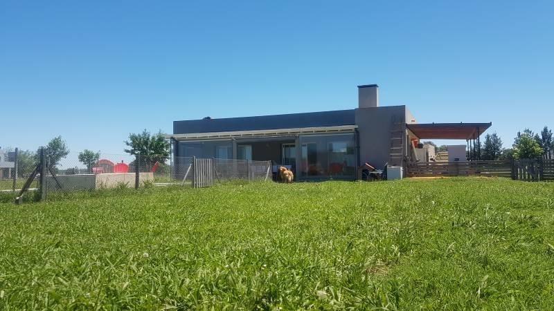 susana aravena propiedades fv vende casa con piscina en san sebastian area 1
