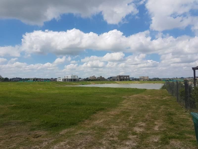 susana aravena propiedades fv vende hermoso lote a la laguna en san sebastian area 10