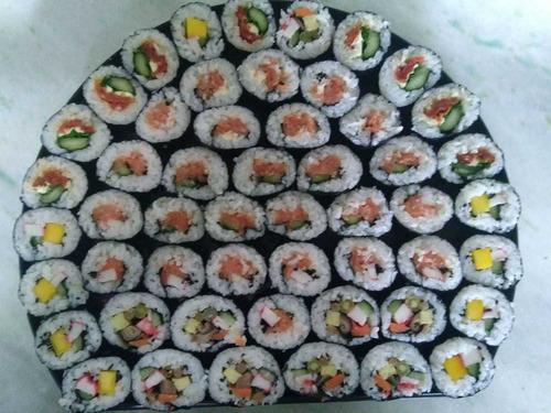 sushis,,guioza e comida japonesa