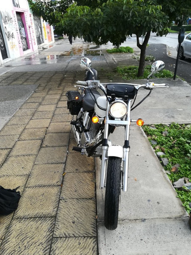 suzuki boulevard s40 en excelentes condiciones. equipada!