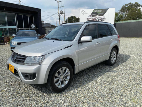 suzuki grand vitara 4x2 2.4 at