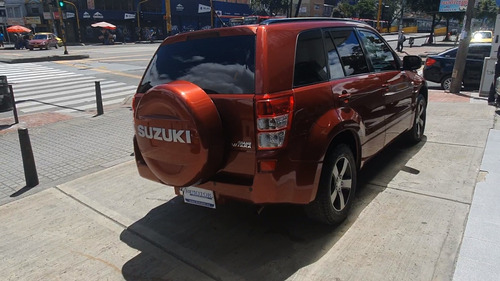 suzuki grand vitara sz 2.0l - 4x2 automática rojo 2011