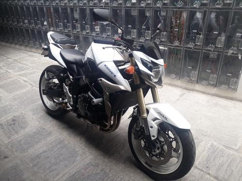 suzuki gsr 750
