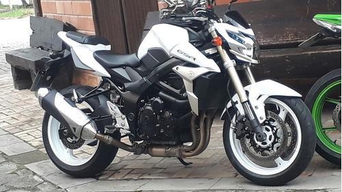 suzuki gsr-750 moto naked