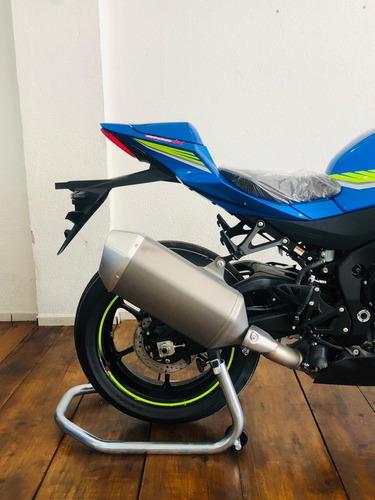 suzuki gsx moto esportiva