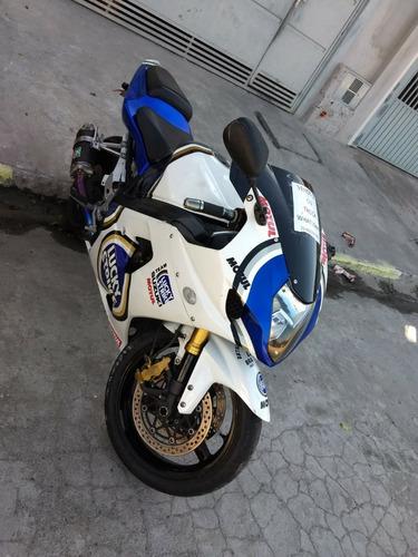 suzuki gsx-r1000 esportiva
