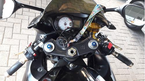 suzuki gsx-r750 .