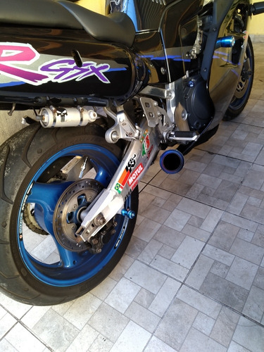 suzuki gsxr 1100 troco por carro