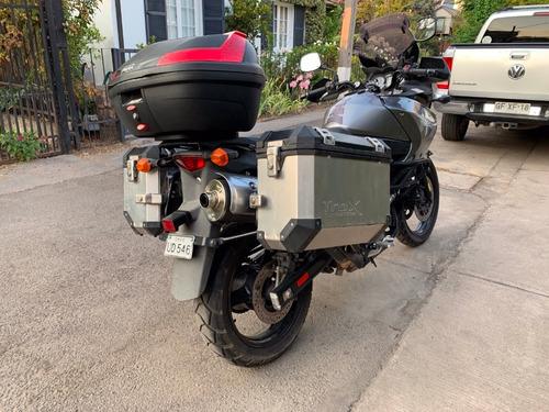 suzuki v-strom 650 con equipamiento touring