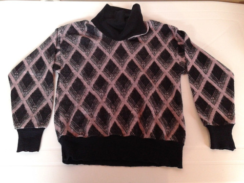 sweater negro y rosa con rombos talle m