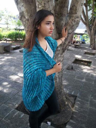 sweater y chales tejidos totalmente a mano