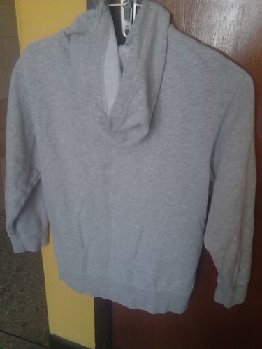 sweter nike con capucha 100% original. usado.