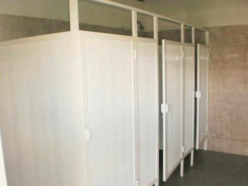 tabiques divisorios para baños en baquelita, mdp y aluminio!