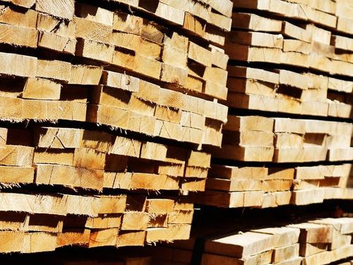 tabla para encofrado de saligna rustica de 1  x 6  x 3.05