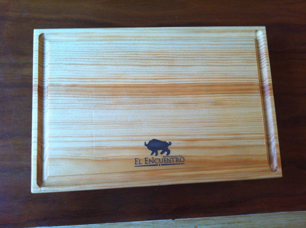 Tabla plato madera pino para carnes sushi con logo 20 x 30 - Tablas de madera a medida ...