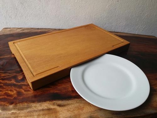 tábua de madeira maciça com encaixe para prato 50x30x4cm