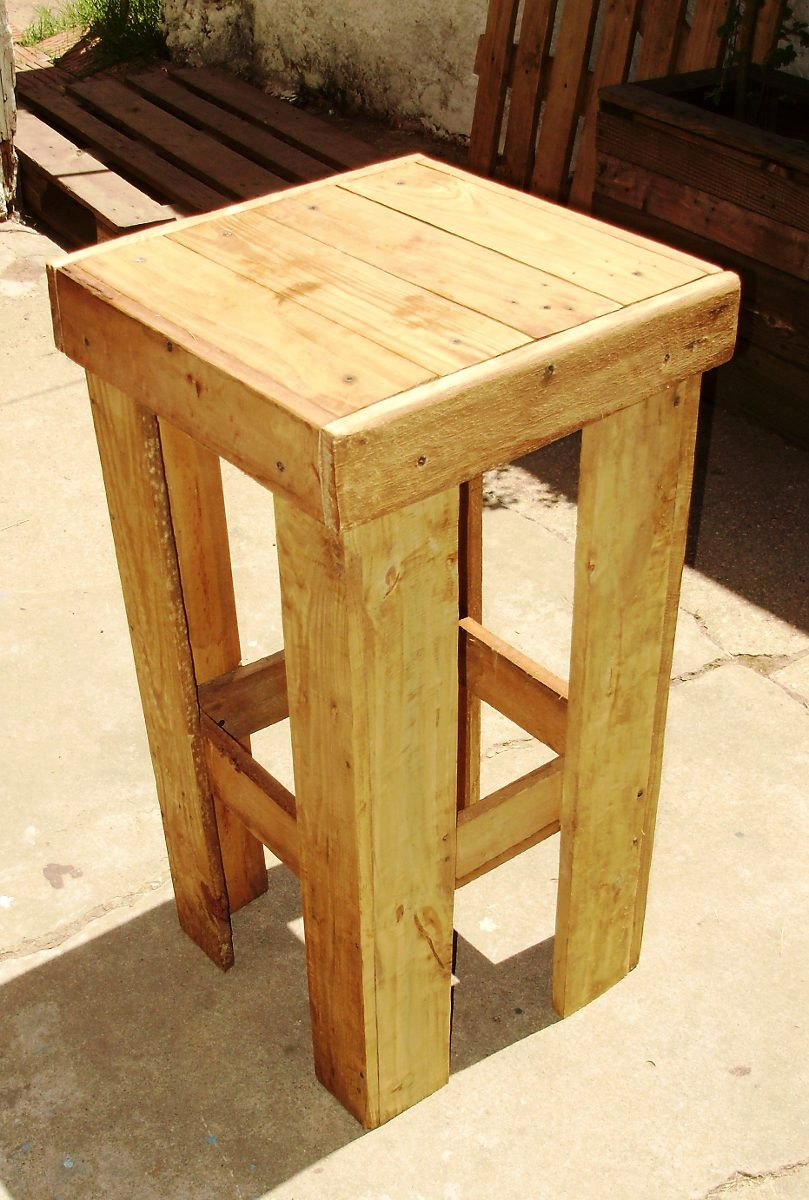 Taburete banca bar en madera de palet 490 00 en for Banquetas de madera