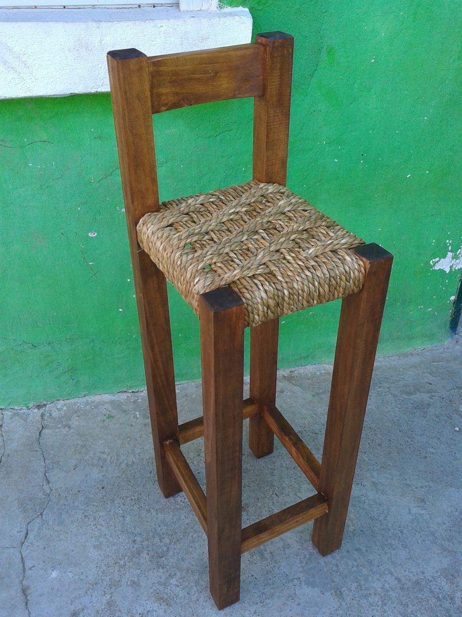 Taburetes en madera para barra con respaldo tejidos en for Butacas para barras en madera