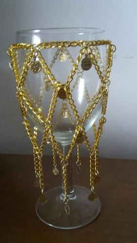 taça  decorada com correntes