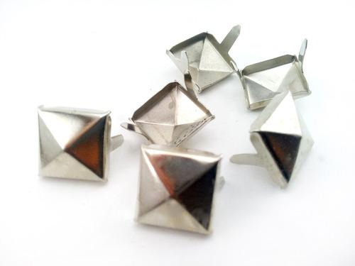 tachas piramidales de hierro 15x15mm x 1000 unid