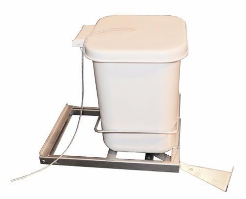 tacho de basura extraible. outlet de cocina.