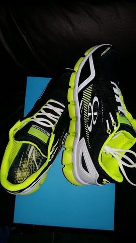 tachones tenis para correr training turf boombah negro verde