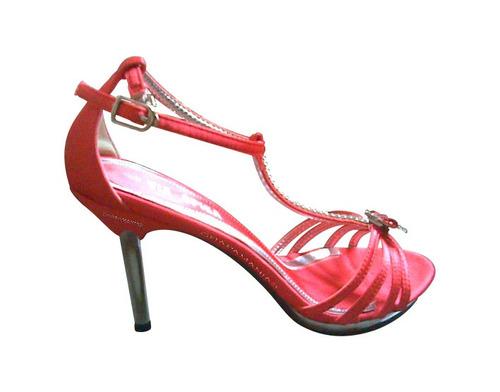 tacón. zapatos tacón alto. zapatillas. graduación. 15 años