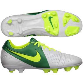 a903ed7956b61 Tachos Nike Ronaldinho - Tacos y Tenis Césped natural Nike de Fútbol ...