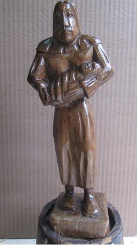 talle en madera de indígena con niño