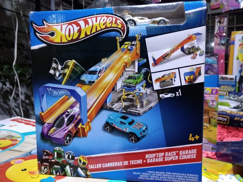 taller de carreras de techo hotwheels incluye un carro