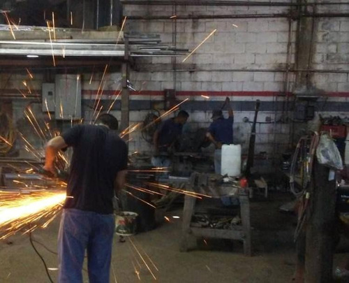 taller herrería, herreros, puertas, portones, metal forjado