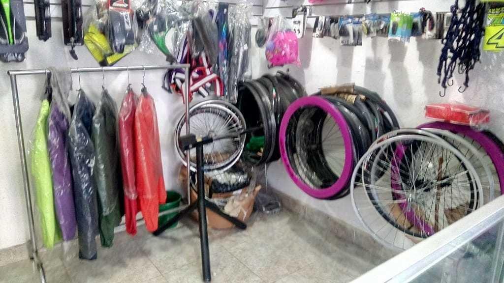taller y almacén de bicicletas, completamente acondicionado