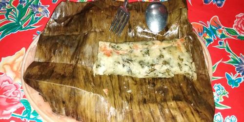 tamales de hoja de milpa, chipilin con queso, mole y atol.