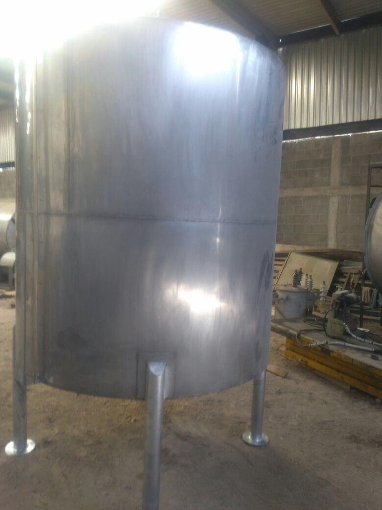 Tanque acero inoxidable 5000 litros 45 en for Tanque de 5000 litros