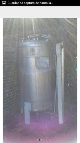 tanque de acero inoxidable de 630 litros de capacidad.