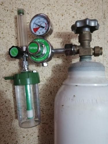 tanque de oxígeno medicinal de 60 cm con su respectivo manom