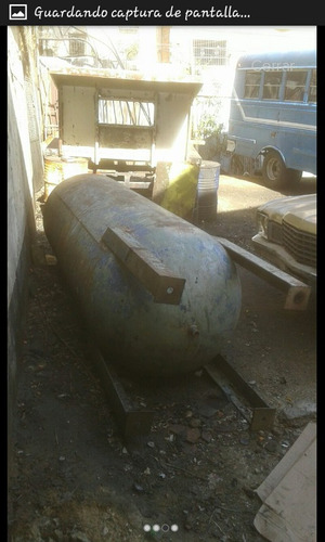 tanque industrial para agua (metálico vertical con base)