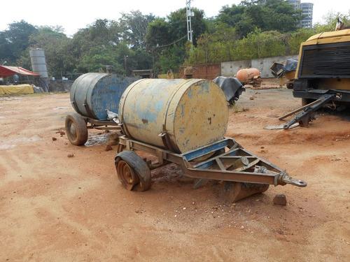 tanque metálico para combustibles y/o agua sobre cauchos