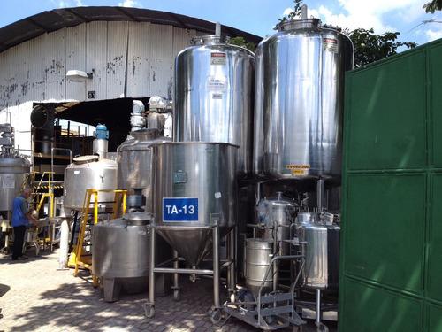 tanques em aço inox, misturadores, reatores inox e esteiras.