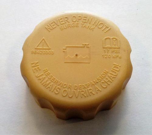 tapa deposito refrigerante aveo/spark importada