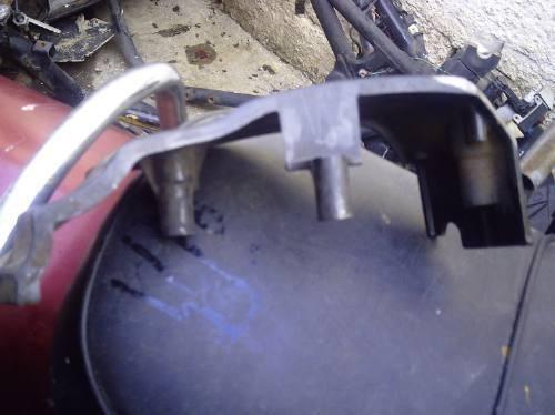 tapa lateral de abajo de moto suzuki boulevar 800