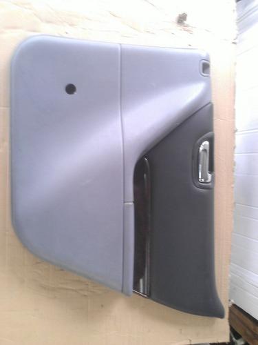 tapa vestidura puerta trasera derecha chrysler startus