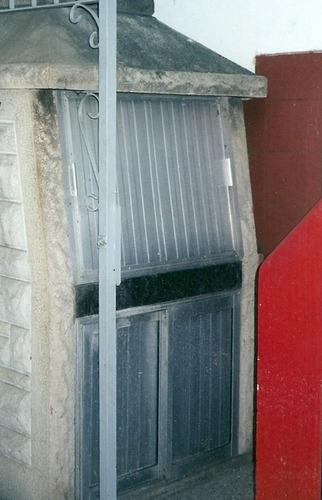tapa y puertas corredizas para parrilla premoldeada