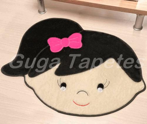 tapete infantil em pelúcia formato menina lívia preto
