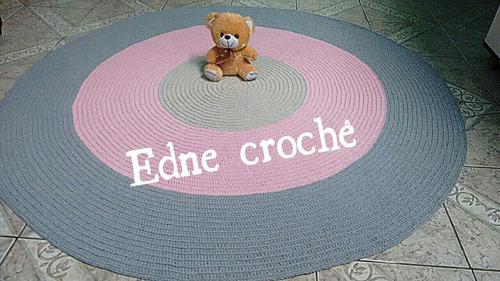 tapete redondo em crochê colorido
