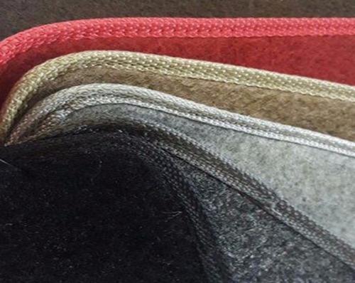 tapetes estepe e capô do fusca em carpete