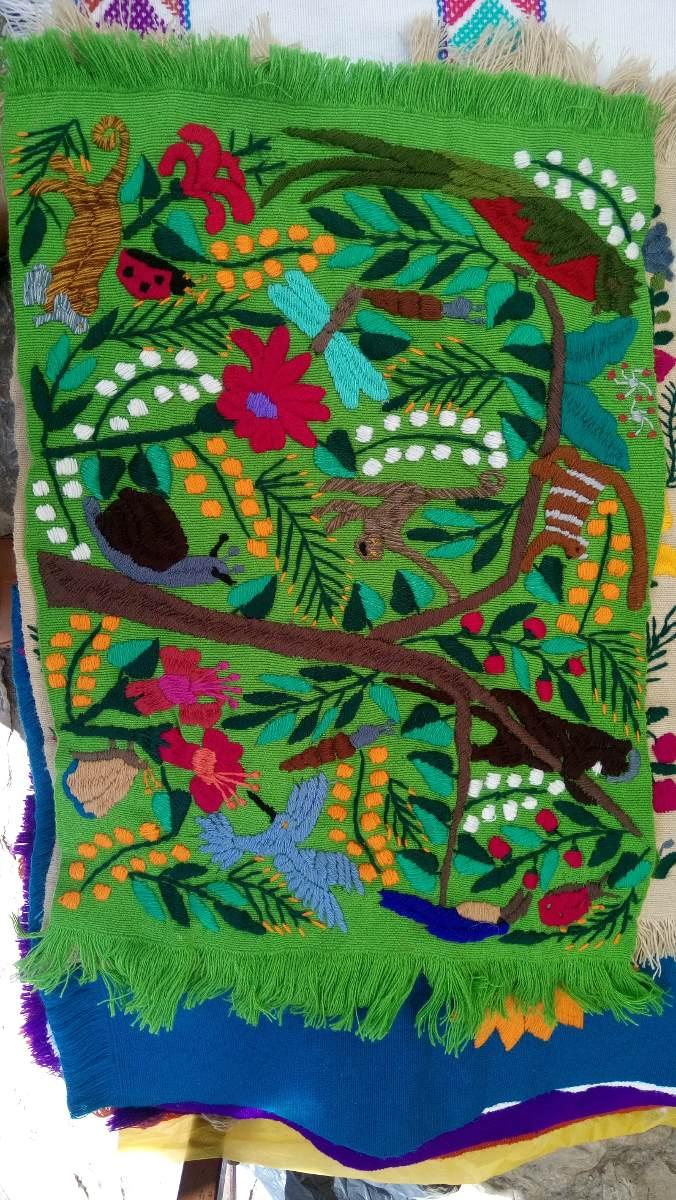 Tapetes mantelitos individuales artesanales bordados a for Tapetes anudados a mano