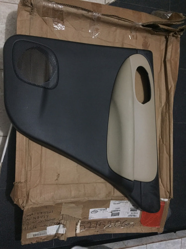 tapicería puerta trasera derecha trailblazer 2005