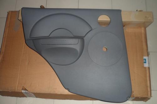 tapiceria trasera izquierda aveo 4 puerta manual original gm